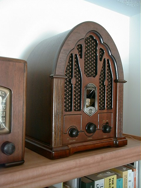General Electric 7-4100JA (1987)<br />1930 Reproduction - Transistor AM/FM Radio. : Figure 9 :